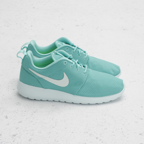 CNCPTS Nike Womens Rosherun Tropical Twist Trace Blue Volt