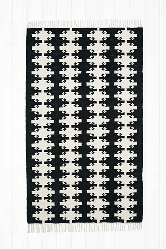 Woven Kilim 4X6 Rug In Black Urban Outfitters