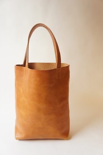 Medium Leather Tote Cognac par stitchandtickle sur Etsy