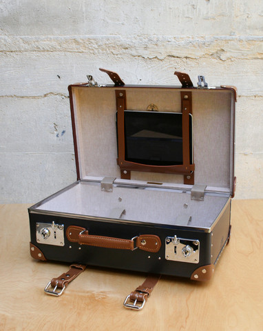 Mohawk General Store Stabilist 20 iPad Suitcase in Brown Caramel