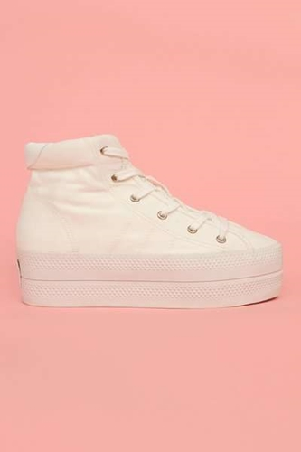 Girl Power Canvas Kicks The Chloe Sevigny Platform Sneakers are Reminiscent of the Spice Girls GALLERY 