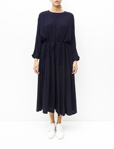 Black Crane Pleats Dress Eggplant