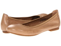 Born Julianne Noche Tan Women's Flat Shoes