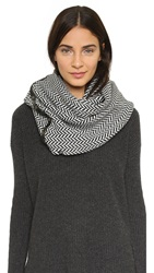 Plush Herringbone Snap Scarf Black White