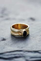 Luiny Oval Black Agate Ring