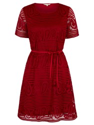 Yumi Shift Dress With Paisley Lace Red