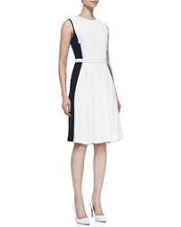 O'2nd Sleeveless Pleated Colorblock Dress