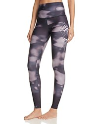 Onzie Graphic Leggings Feathered