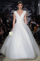 Women's Carolina Herrera 'Chloe' V Neck Georgette And Tulle Ballgown Ivory