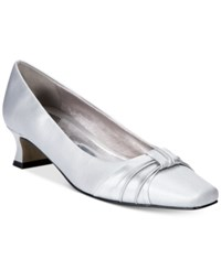 Easy Street Shoes Waive Pumps Women's Silver