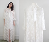 Vintage '60S Angel Sleeve Lace Peignoir By Cutandchicvintage