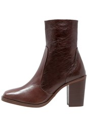 Buffalo Boots Castana Dark Brown