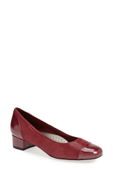 Trotters 'Signature Danelle' Pump Women Red