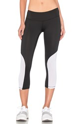 Heroine Sport Cycling Capri Black And White