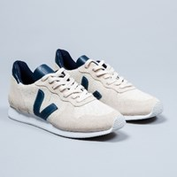 Veja Natural Holiday Low Mens Trainers