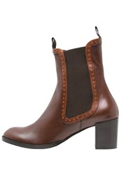 Everybody Boots Whiskey Brown
