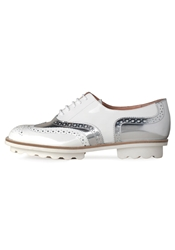 Robert Clergerie Wilma Patent Wingtip Oxford White And Silver
