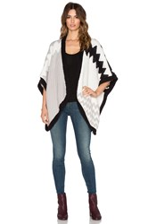 Suss Lorena Chevron Poncho Black And White
