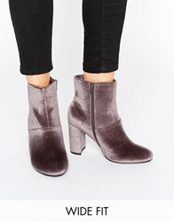 New Look Wide Fit Velvet Block Heeled Boot Brown