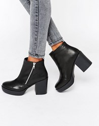 London Rebel Chunky Heeled Chelsea Boots With Zip Detail Black