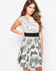 Closet Flared Dress In Contrast Monochrome Print Black White
