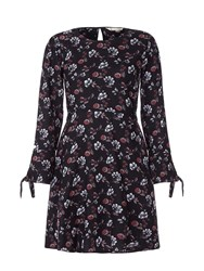 Yumi Floral Print Long Sleeve Shift Dress Black