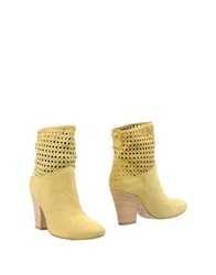 Vic Ankle Boots Yellow