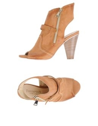 Thompson Sandals Camel