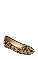Trotters Women's 'Sante' Flat Tan Cheetah Leather