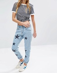 Daisy Street Mom Jeans With Applique Stars Light Wash