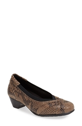 Aravon 'Patsy' Low Pump Women Taupe Snake
