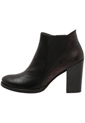 Kanna High Heeled Ankle Boots Bordeaux