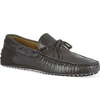 Tod's Gommino Heaven Driving Shoes In Patent Leather Grey Dark