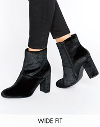 New Look Wide Fit Velvet Block Heeled Ankle Boots Black