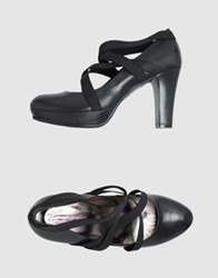 Thompson Platform Pumps Lead