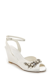 Menbur 'Esther' Wedge Sandal Women Ivory