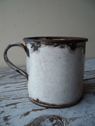 Vintage Enamelware Cup Free Shipping By Whatsnewonthemantel