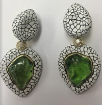 Nicholas Varney Peridot And Coquille D'oef Duo Earclip Green