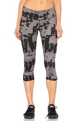 Alo Yoga Airbursh Capri Charcoal