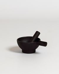 Robert Welch Pestle And Mortar Cast Iron Shop Design And Craft Gifts Makersandbrothers Makers And Brothers