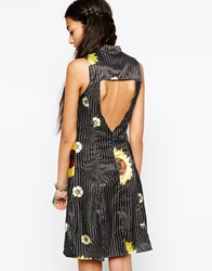 Your Eyes Lie Shirt Dress With Sunflower Print And Open Back Black