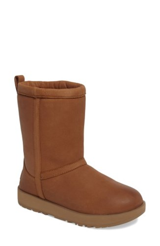 UGG Uggr Women's Classic Genuine Shearling Lined Short Waterproof Boot Chestnut Leather CNd18