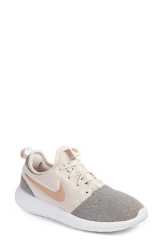 Women's Two Nike White Black Knit Roshe Sneaker Brown 8PZpnqdZx
