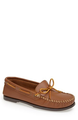 Minnetonka Men's Leather Camp Moccasin Maple A8791t