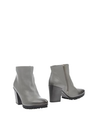Vic Ankle Boots Grey