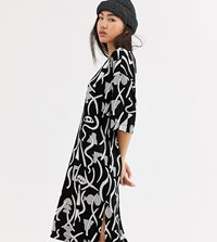 Monki Abstract Print Midi T Shirt Dress In Black And White