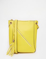 Liquorish Cross Body Bag With Tassel Yellow
