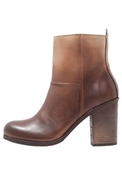 Hub Mallet High Heeled Ankle Boots Dark Brown Natural