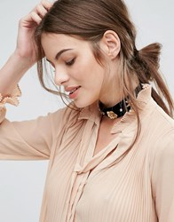 New Look Metal Flower Velvet Choker Black