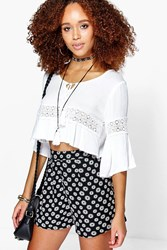 Boohoo Daisy Print Flippy Shorts Black